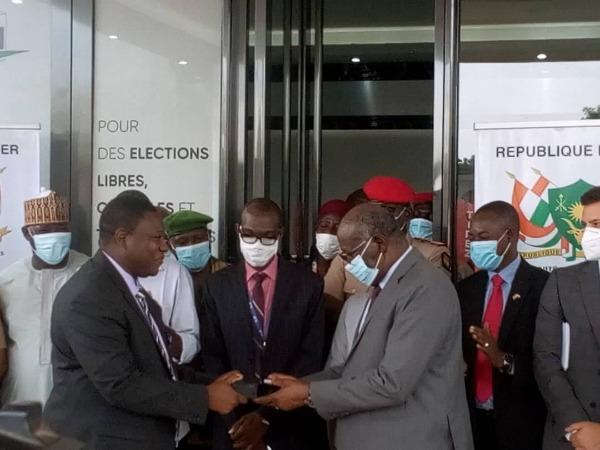 Cérémonie De Remise Du Fichier Electoral Biométrique À La CENI : Au Total 7 446 556 Électeurs Enrôlés